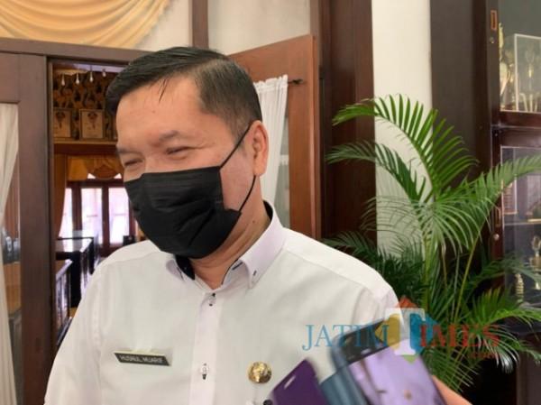 Kepala Dinas Kesehatan Kota Malang Husnul Muarif saat ditemui awak media di Balai Kota Malang, Rabu (21/4/2021). (Foto: Tubagus Achmad/MalangTIMES)