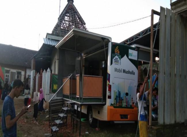 Mobil musholla portabel yang berada di Dusun Krajan, Desa Majangtengah Kecamatan Dampit, Kabupaten Malang (Ist)