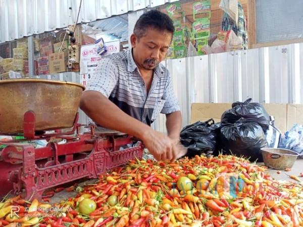 Prapto, penjual cabai rawit di Pasar Besar Ngawi