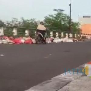 Menumpuk, Jembatan Gadang Jadi Tempat Pembuangan Sampah