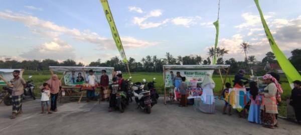 Lokasi bazar Ramadhan Desa Tegal Pasir dikelilingi hamparan persawahan (Foto: Abror Rosi/JatimTimes)