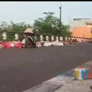 Bandel Buang Sampah di Jembatan Pasar Gadang, DLH Kota Malang Bakal Beri Tindakan Tegas!