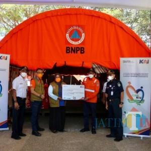 Melalui BPBD Kabupaten Malang, PT KAI Serahkan 303 Paket Sembako Bagi Korban Gempa