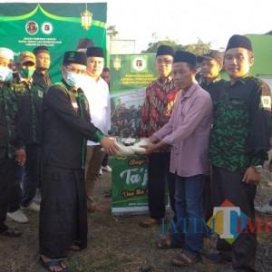 Sapa Warga Saat Ramadhan, PC GPK Lumajang Bagi Takjil dan Beras