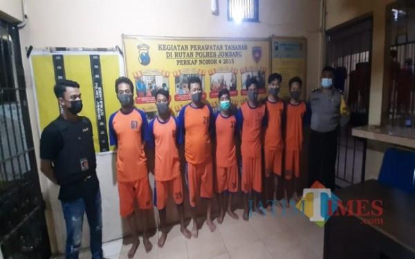 Para pelaku saat diamankan di Mapolres Jombang. (Istimewa)