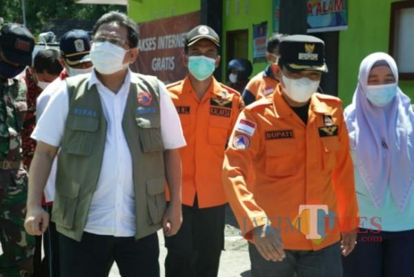 Bupati Lumajang H. Thoriqul Haq ketika menerima kunjungan dari BNPB (Foto : Kominfo / JatimTimes)