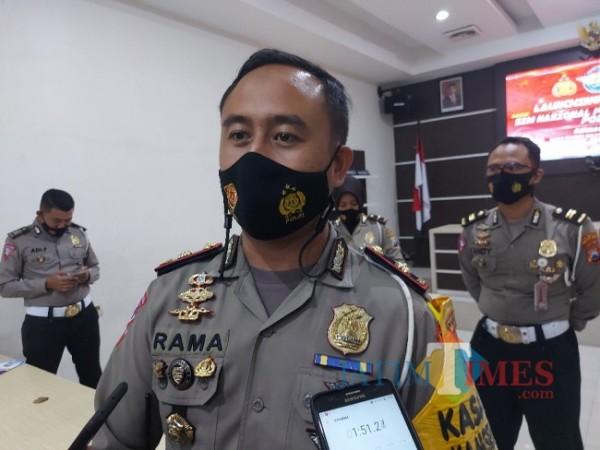 Kasat Lantas Polresta Malang Kota Kompol Ramadhan Nasution saat ditemui awak media disela-sela kegiatannya. (Foto: Tubagus Achmad/MalangTIMES)