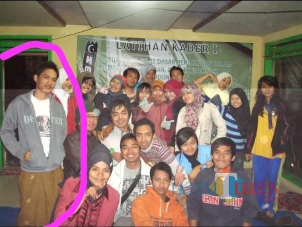 Sosok Lettu Imam Adi (dilingkari) saat mengikuti Latihan Kader (LK) 1 Himpunan mahasiswa Islam (HmI) Komisariat Hukum Universitas Brawijaya pada tahun 2009 silam. (Foto: Istimewa)