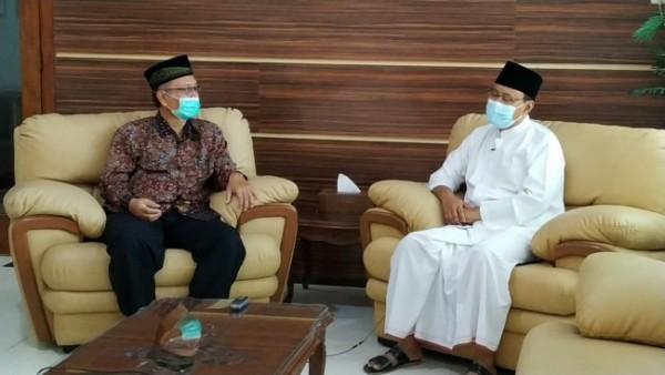 Gus Ipul (kanan) saat berdiskusi dengan Rektor UIN Malang, Prof Abdul Haris (Ist)