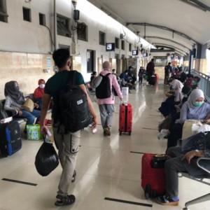 Tak Ada Lonjakan Penumpang, Keberangkatan KA Jarak Jauh Masih Normal di Jatim