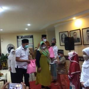 Buka Puasa Bersama Anak Yatim, DPRD Surabaya Ajak Doakan Awak KRI Nanggala 402 yang Gugur