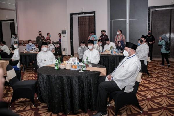 Bupati Jember H. Hendy Siswanto saat bertemu dengan Wakil Gubernur Jatim Emil Dardak di Jember Minggu lalu (foto : istimewa /dok )