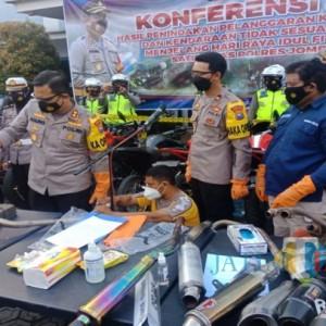 Polisi Musnahkan 115 Knalpot Brong Milik Remaja Jombang
