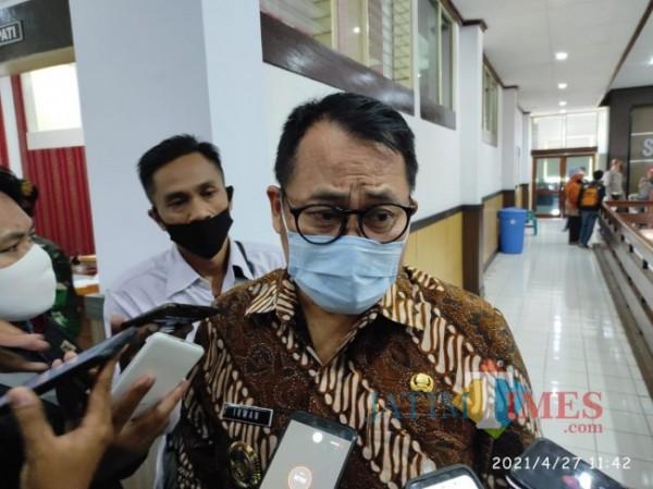 Wakil Bupati Bondowoso Irwan Bachtiar Rachmat saat dikonfirmasi terkait Open bidding di 14 OPD (Foto: Abror Rosi/ JatimTimes)