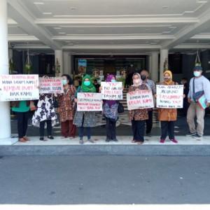 Fasum Dijadikan Dealer, Warga Perumahan YKP Rungkut Kidul Demo