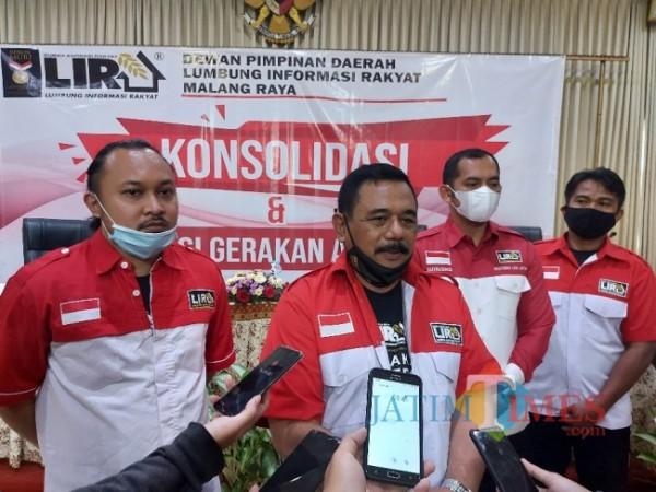 Ketua DPD LIRA Malang Raya M. Zuhdy Achmadi saat ditemui awak media dalam acara deklarasi Gerakan Anti Teroris di Hotel Pelangi, Sabtu (10/4/2021). (Foto: Tubagus Achmad/MalangTIMES)