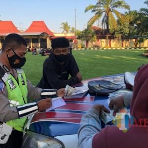 Terjaring Razia Balap Liar, Puluhan Pemuda di Blitar Dihukum Baca Surat Yasin