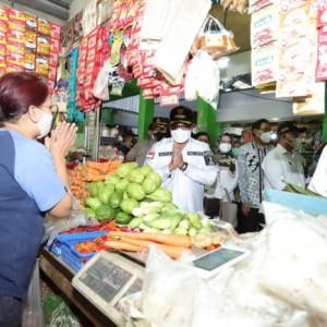 Pastikan Pasokan Bahan Pokok Aman hingga Lebaran, Wali Kota Sutiaji Keliling Pasar