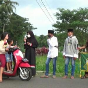 SMPI RU Bersama Randuagung Community Bagi Takjil