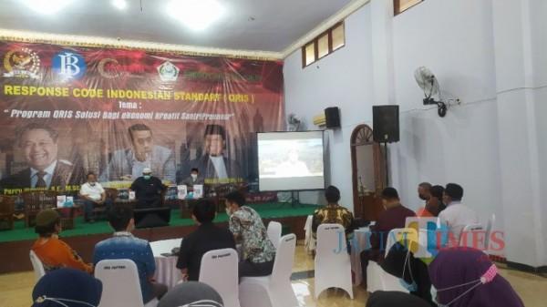Menteri Pariwisata dan Ekonomi Kreatif RI Salahuddin Sandiaga Uno saat berbincang dengan pimpinan Ponpes Al-Islah melalui zoom meeting (Foto: Abror Rosi/ JatimTIMES)