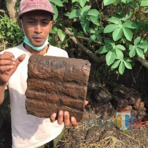 Struktur Bata Kuno Ditemukan di Persawahan Kota Blitar
