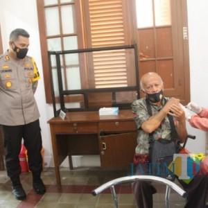 Purnawirawan Polri di Kabupaten Blitar Terima Vaksinasi Covid-19