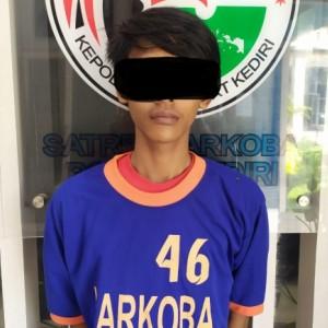 Simpan Obat Terlarang, Pemuda 23 Tahun Ngandang di Polres Kediri