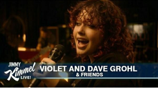 Violet Grohl dalam penampilannya di Jimmy Kimmel Late Night Show (Foto: Istimewa).