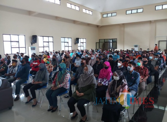 297 para pegawai DPUPRPKP Kota Malang, baik ASN maupun TPOK mendapatkan arahan untuk tes urine (Anggara Sudiongko/MalangTIMES)