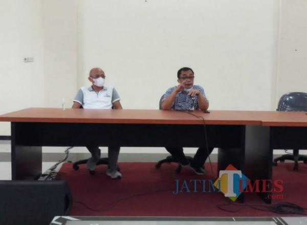 Kepala DPUPRPKP Kota Malang Hadi Santoso (kanan) saat memberikan arahan larangan mudik terhadap para ASN. (Foto: Anggara Sudiongko/MalangTIMES)