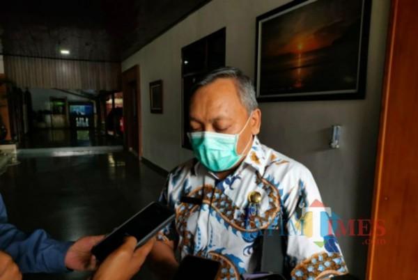 Kepala Dinas Kesehatan Tulungagung Kasil Rohmat, saat di konfirmasi di Pendopo Tulungagung, Jum'at 30/04/2021. (Foto: Muhsin/TulungagungTIMES).