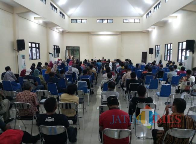 Para pegawai DPUPRPKP Kota Malang saat mendapat arahan tentang larangan mudik (Anggara Sudiongko/MalangTIMES)