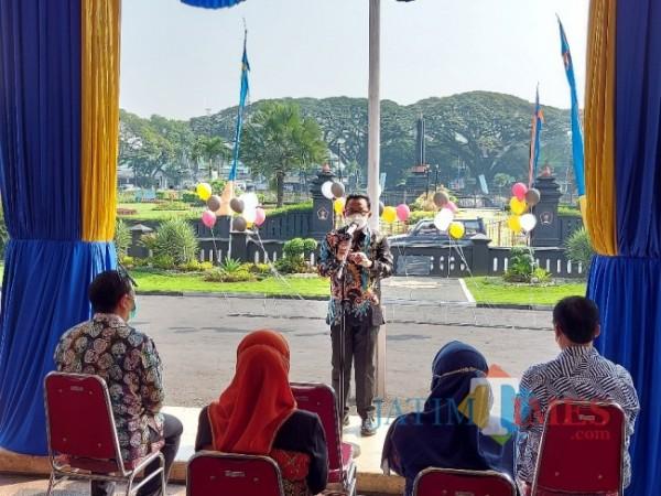 Wali Kota Malang Sutiaji saat memberikan sambutan pada momentum penyerahan hadiah undian dari Bank Jatim.Cabang Malang di Balai Kota Malang, Jumat (30/4/2021). (Foto: Tubagus Achmad/MalangTIMES)