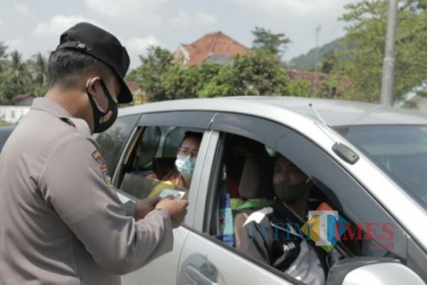 Penyekatan di Klakah, Lumajang (Foto: Humas Polres Lumajang)