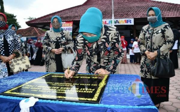 Peresmian Pusat Kuliner Kalidawir oleh ketua Tim Penggerak PKK Kabupaten Tulungagung, Siyuk Maryoto Birowo / Foto : Istimewa / Tulungagung TIMES