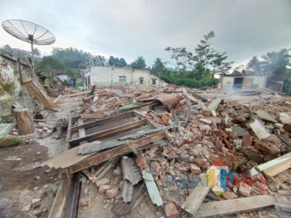Rumah warga di Desa Jogomulyan, Kecamatan Tirtoyudo yang alami kerusakan berat akibat gempa bumi 6,1 magnitudo (foto: Hendra Saputra/MalangTIMES)
