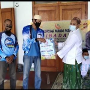 Peduli Kemanusiaan, Komunitas Mancing Mania Madiun Beri Donasi Ponpes dan Bagi Takjil