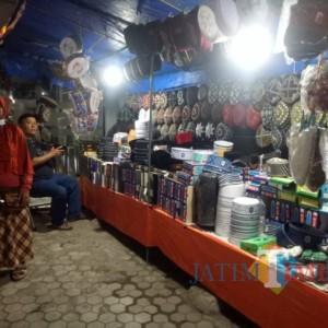 Omzet Pedagang Kopiah Musiman Jelang Hari Raya Turun Dibanding Tahun Lalu