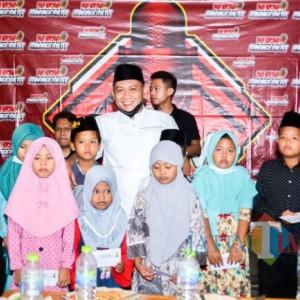 New Singer Madura Bersama Istana Batik KaDe Santuni Anak Yatim