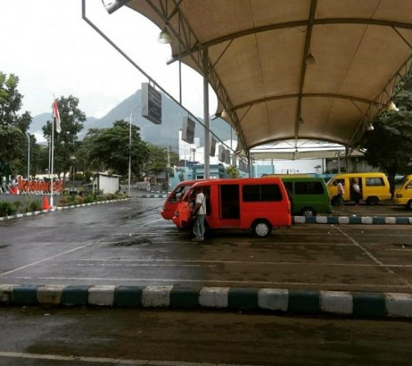 Suasana Terminal Angkutan Umum Kota Batu di Jalan Dewi Sartika, Kecamatan Batu, Kota Batu (foto ilustrasi)