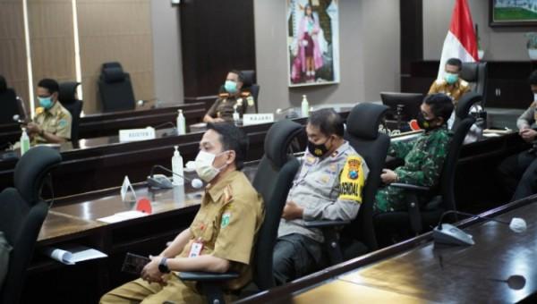 Suasana rapat koordinasi (Rakor) Pengendalian Transportasi Idul Fitri di Jawa Timur secara virtual di Balai Kota Among Tani, Senin (3/5/2021) (foto istimewa)