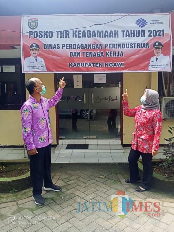 Dinas Perdagangan Perindustrian dan Tenaga Kerja Kabupaten Ngawi membuka layanan Posko Pengaduan Tunjangan Hari Raya (THR) keagamaan tahun 2021. (Foto Satria Romadhoni/ JatimTIMES)