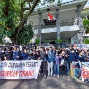 Suarakan Keluh Kesah Buruh hingga Tuntut Pendidikan Gratis, Ratusan Aktivis di Malang Gelar Mimbar Bebas
