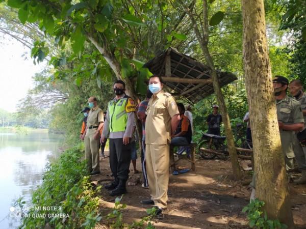 Petugas gabungan mencari keberadaan korban Sahru Irvan yang hilang tenggelam.(Foto : Humas Polres Blitar)