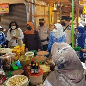 Tim Satgas Pangan Polres Kediri Sidak Pasar Pamenang Pare