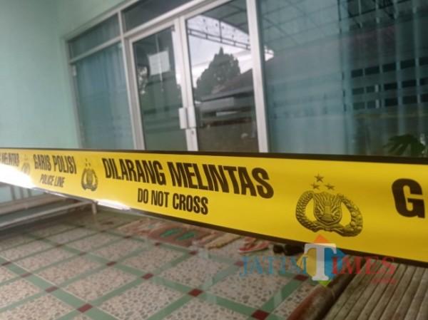 Kondisi klinik yang telah diberi police line (foto: Hendra Saputra/ MalangTIMES)
