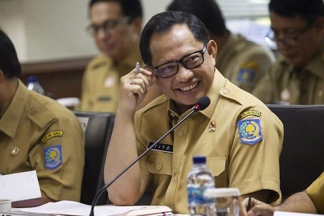 Menteri Dalam Negeri (Mendagri) RI Tito Karnavian merevisi Surat Edaran (SE)