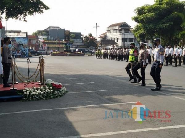 Suasana Gelar Ops Ketupat Semeru di Alun-alun Kota Batu, Rabu (5/5/2021) (foto: Mariano Gale/Jatim Times)