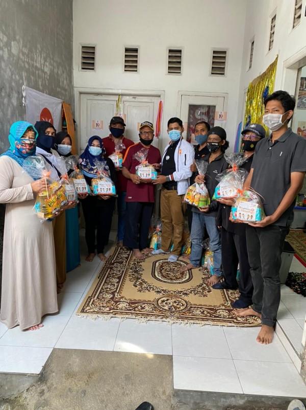 Berkah-Ramadan-Fraksi-PKS-DPRD-Kota-Malang-Berbagi-Bingkisan-di-Kecamatan-Lowokwaruae3f7cafe8545885.jpg