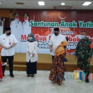 Bupati Hanindhito Berikan Santunan Anak Yatim Piatu se-Kabupaten Kediri